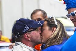 Champion Jochen Hahn, MAN bekommt ein Kuss von seiner Frau