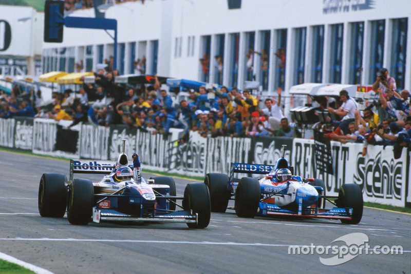 Jacques Villeneuve, Williams FW19 Renault gana su campeonato