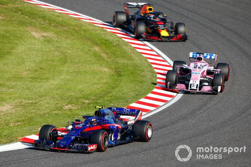 Pierre Gasly, Scuderia Toro Rosso STR13, Sergio Perez, Racing Point Force India VJM11, y Daniel Ricciardo, Red Bull Racing RB14