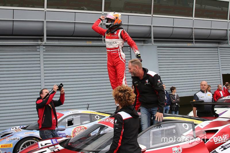 Niklas Nielsen, Formula Racing, festeggia la vittoria del Trofeo Pirelli