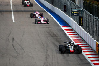 Kevin Magnussen, Haas F1 Team VF-18, leads Esteban Ocon, Racing Point Force India VJM11, and Sergio Perez, Racing Point Force India VJM11