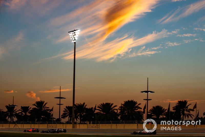 Fernando Alonso, McLaren MCL33, Charles Leclerc, Sauber C37, Carlos Sainz Jr., Renault Sport F1 Team R.S. 18, y Romain Grosjean, Haas F1 Team VF-18