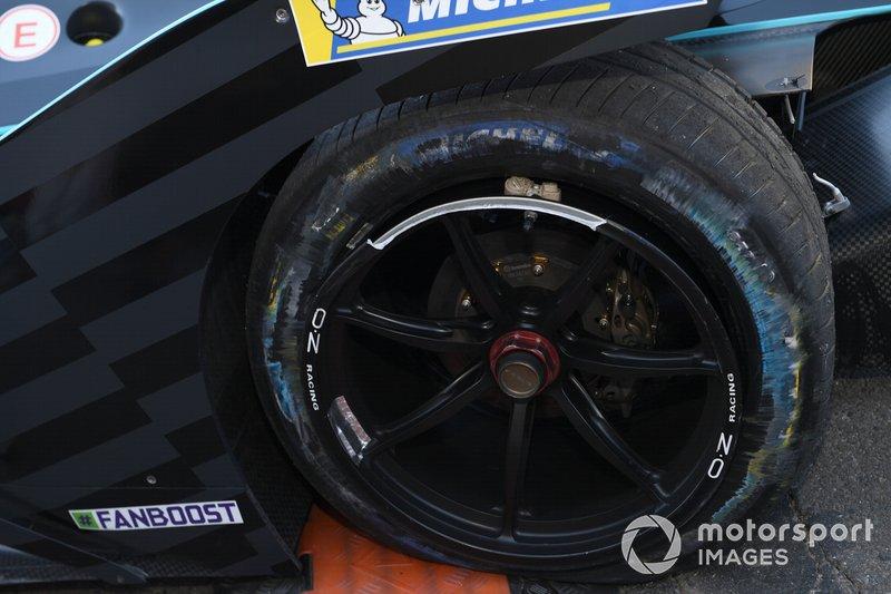 El pinchazo en el neumático de Gary Paffett, HWA Racelab, VFE-05