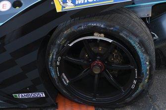 Crevaison à l'arrière pour Gary Paffett, HWA Racelab, VFE-05