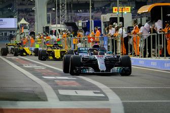 Lewis Hamilton, Mercedes AMG F1, Nico Hulkenberg, Renault, Carlos Sainz, Renault