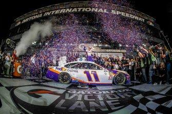Yarış galibi Denny Hamlin, Joe Gibbs Racing, Toyota Camry FedEx Express