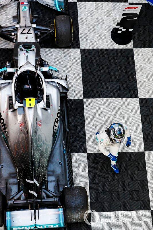 Il vincitore Valtteri Bottas, Mercedes AMG W10 al parco Chiuso