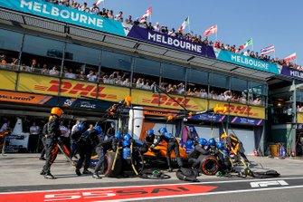Lando Norris, McLaren MCL34, makes a pit stop