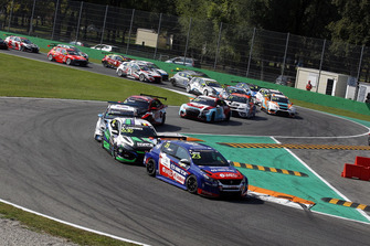 Start actionm Francisco Abreu, Sports & You Peugeot 308 TCR leads