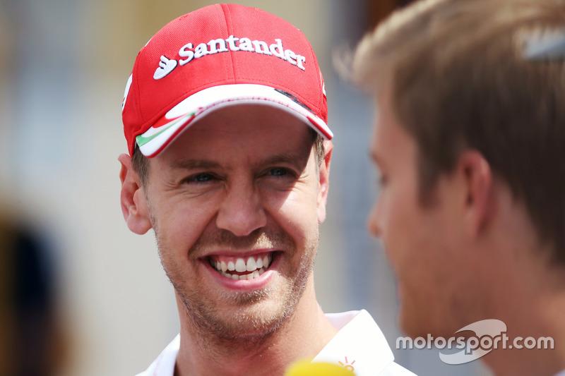 Sebastian Vettel, Ferrari con Nico Rosberg, Mercedes AMG F1