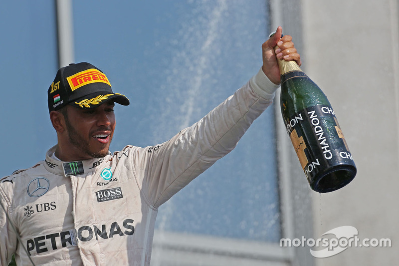 Podium: winner Lewis Hamilton, Mercedes AMG F1 Team celebrates on the podium