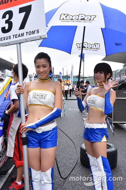 Lovely Team Tom's girls
