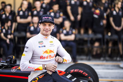 Max Verstappen, Red Bull Racing bij de teamfoto van Red Bull Racing