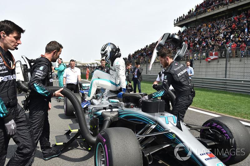 Valtteri Bottas, Mercedes-AMG F1 W09 EQ Power on the grid