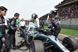 Valtteri Bottas, Mercedes-AMG F1 W09 EQ Power+ nella drivers parade