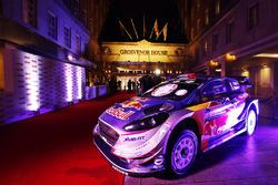 Un auto Ford WRC en exhibición