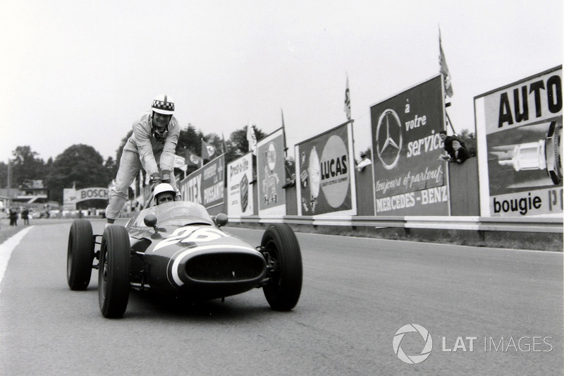 Spa 1961 : Maurice Trintignant (Cooper) lleva a John Surtees (Cooper)