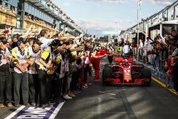 Il vincitore della gara Sebastian Vettel, Ferrari SF71H festeggia con Maurizio Arrivabene, Team Principal Ferrari nel parco chiuso