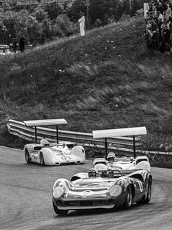 Mark Donohue, Lola T70-Chevrolet, leads Jim Hall, Chaparral 2E-Chevrolet and Phil Hill, Chaparral 2E-Chevrolet