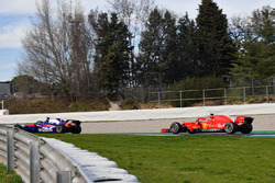 Brendon Hartley, Scuderia Toro Rosso STR13 e Kimi Raikkonen, Ferrari SF71H