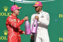 Le vainqueur Lewis Hamilton, Mercedes AMG F1, le second Sebastian Vettel, Ferrari