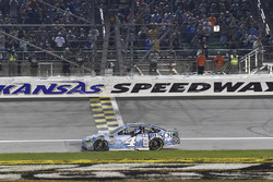 Race winner Kevin Harvick, Stewart-Haas Racing, Ford Fusion Busch Light