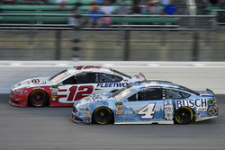 Ryan Blaney, Team Penske, Ford Fusion REV Group and Kevin Harvick, Stewart-Haas Racing, Ford Fusion Busch Light