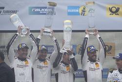 Podium: Race winners #912 Manthey Racing Porsche 911 GT3 R: Richard Lietz, Patrick Pilet, Frédéric Makowiecki, Nick Tandy
