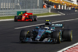 Valtteri Bottas, Mercedes AMG F1 W09 and Sebastian Vettel, Ferrari SF71H. Coming out of the pits