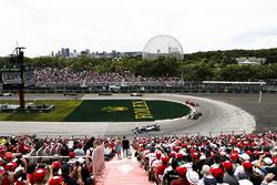 Льюис Хэмилтон, Mercedes AMG F1 W09, Даниэль Риккардо, Red Bull Racing RB14, и Кими Райкконен, Ferrari SF71H