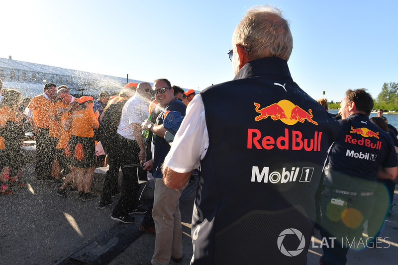 Dr Helmut Marko, consultor de Red Bull Motorsport, en la carrera de balsas