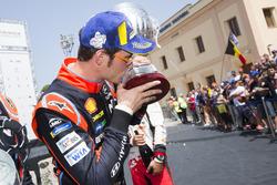 Podio: el ganador Thierry Neuville, Hyundai Motorsport