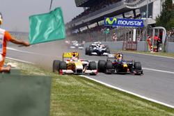 Mark Webber, Red Bull Racing RB5 e Fernando Alonso, Renault F1 Team R29