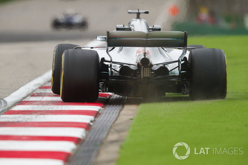 Lewis Hamilton, Mercedes AMG F1 W09, runs wide onto the astroturf in the final turn