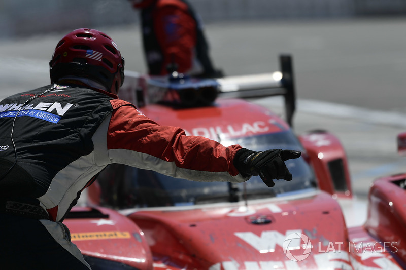 #31 Action Express Racing Cadillac DPi, P: Eric Curran, Felipe Nasr, Mike Conway pit stop