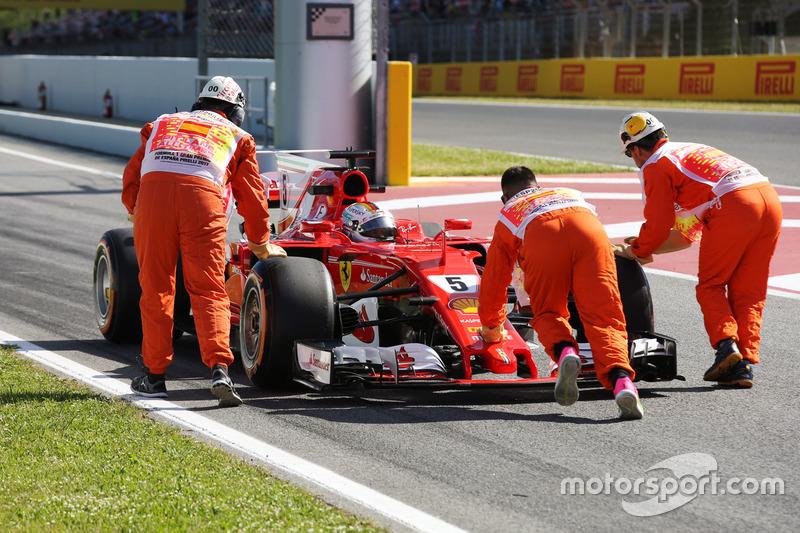 Sebastian Vettel, Ferrari SF70H, is assisted by marshals