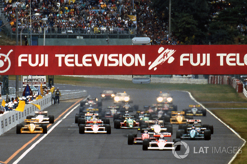 Start: Alain Prost, McLaren MP4/4 leads