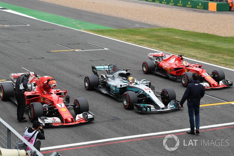 Kimi Raikkonen, Ferrari SF70H, Lewis Hamilton, Mercedes-Benz F1 W08  y Sebastian Vettel, Ferrari SF70H en parc ferme