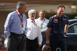 Председатель Formula One Group Чейз Кэри, Берни Экклстоун и руководитель Red Bull Racing Кристиан Хо