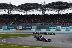 Carlos Sainz Jr., Scuderia Toro Rosso STR12, Pierre Gasly, Scuderia Toro Rosso STR12, Romain Grosjean, Haas F1 Team VF-17, Kevin Magnussen, Haas F1 Team VF-17, on the formation lap