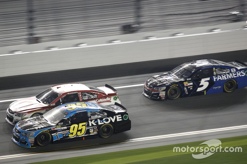 Michael McDowell, Leavine Family Racing, Chevrolet; Ryan Blaney, Wood Brothers Racing, Ford; Kasey K