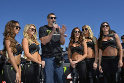 Rob Gronkowski, Football-Spieler, mit den Monster-Girls
