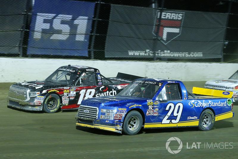 Chase Briscoe, Brad Keselowski Racing Ford y Noah Gragson, Kyle Busch Motorsports Toyota