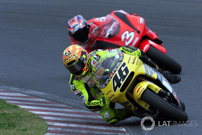 "<img src=""http://cdn-1.motorsport.com/static/custom/car-thumbs/MOTOGP_2017/RIDERS_NUMBERS/Rossi.png"" width=""55"" /> #3 GP du Japon 2001"