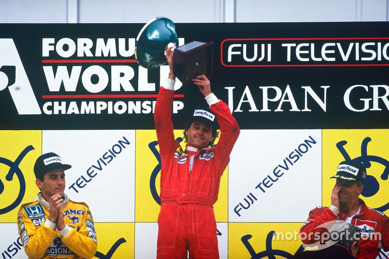 Podio: ganador de la carrera Gerhard Berger, Ferrari, segundo lugar Ayrton Senna, Team Lotus, tercer lugar Stefan Johansson, McLaren