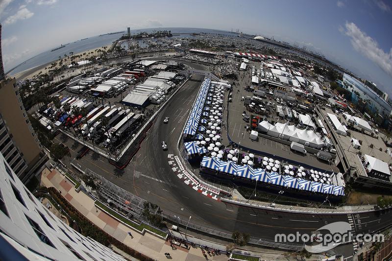 Will Power, Team Penske, Chevrolet; Ed Jones, Dale Coyne Racing, Honda