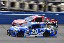Matt Kenseth, Joe Gibbs Racing Toyota and Jamie McMurray, Chip Ganassi Racing Chevrolet