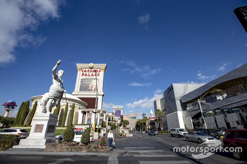 Escena de la calle de las Vegas cerca de Caesars Palace