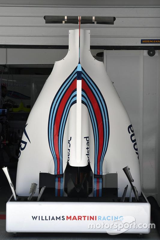 Williams FW40, il cofano e la T-Wing