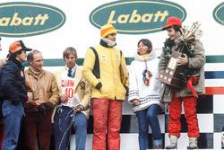 Podio: il vincitore della gara Gilles Villeneuve, Ferrari, il terzo classificato Carlos Reutemann, Ferrari